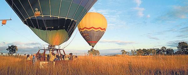 乘坐熱氣球讓你翱翔天空,呼吸自由的空氣,心情更舒暢。