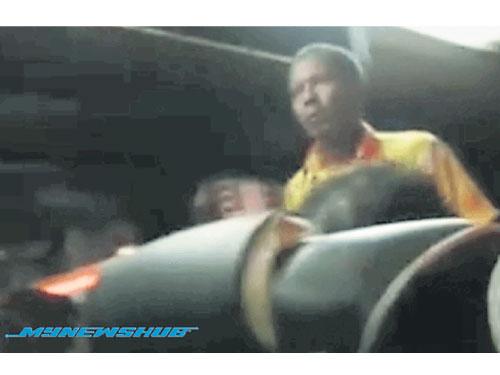 一名巴士司機因不滿乘客睡在其休息空間,用拖鞋痛毆乘客。(圖取自MyNewsHub)