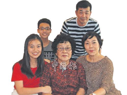 母亲在周博华心中永远占有绝对地位,为人妻为人母后,周博华都一样孝敬母亲,树立好榜样。