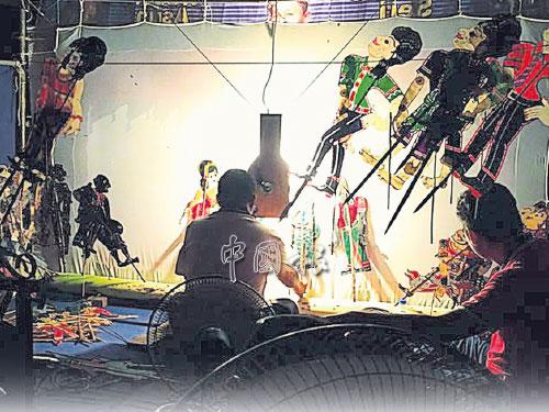 """吉打馬來皮影戲特地為""""稻地節"""",演一出傳統戲目《Puteri 12》。"""