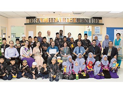 Rumah Kasih Harmoni的小朋友,與多位嘉賓及世紀大學教職員合影。