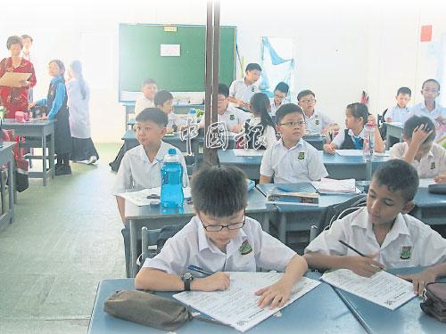 華小一般由學校董事部經營管理,但學校方針要聽命于教育部。