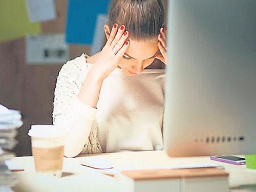 研究指出「晚睡、不愛整理、愛講髒話」的人智商會比較高。(互聯網)