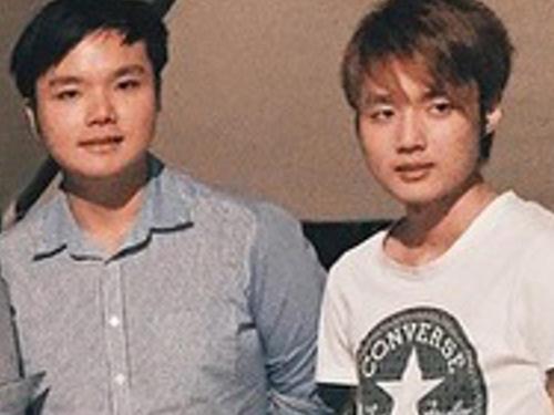 弟弟黃耀偉(右)和二哥黃耀成(左)的合照。(檔案照)
