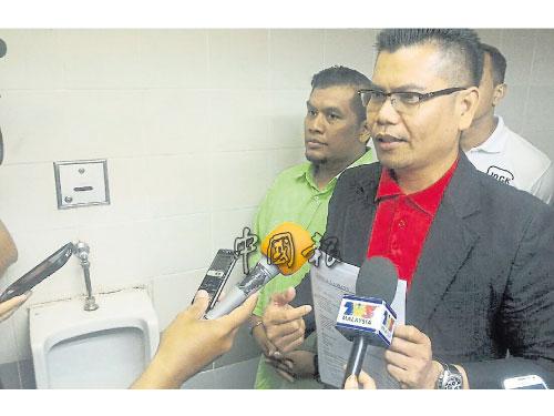 嘉馬尤諾斯針對瑪麗亞陳限時他道歉,在莎阿南雪州巫統大廈底層男廁召開記者會。