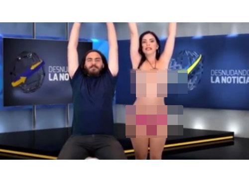 她脫下胸罩示範體操動作。(圖:英國《每日星報》)
