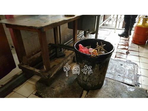 執法隊伍在取締行動時,發現垃圾桶沒有獲得良好的處理。