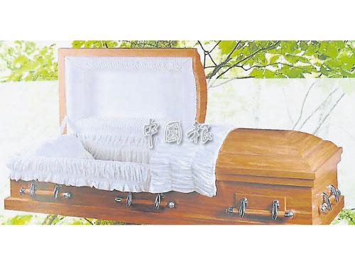 環保紙棺設計輕盈,價格也比木材棺木來得便宜。