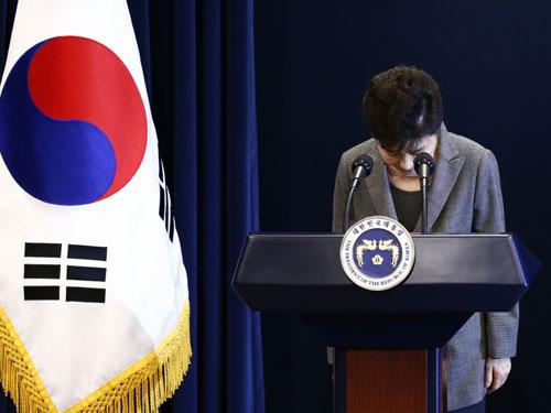 朴槿惠再次就干政醜聞,向國民鞠躬致歉。(法新社)