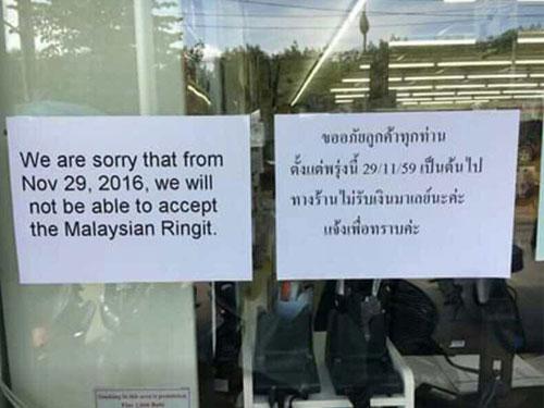 互聯網流傳泰南的7-11便利店,即起不再接受令吉的照片。(網絡照片)
