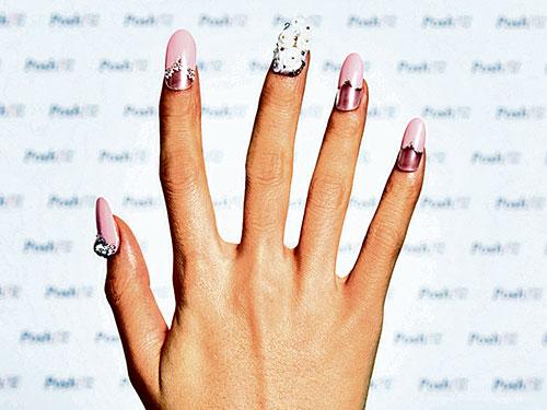 这个充满梦幻色彩的指甲彩绘主题,仿彿成为婚嫁最佳选择。