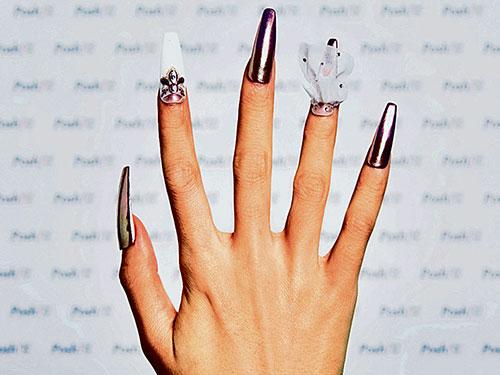 平面配合立體圖案組合成的指甲彩繪風潮,彰顯獨特魅力。