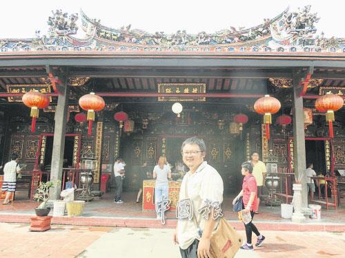 鸡哥喜欢研究庙宇历史,导览青云亭是其专长路线之一。