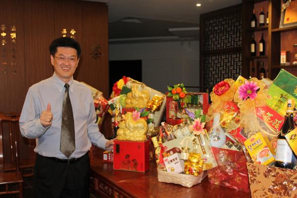 陳祈福:「海鷗新春保健禮籃可依照顧客的喜好與需求量身訂製,同時西馬免費送貨。」