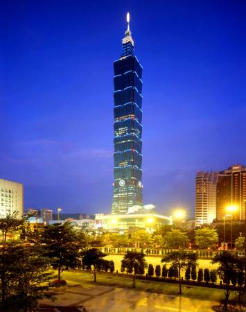 來到台灣,當然不能錯過,逛一逛台北101大樓,親身探索其中精華。