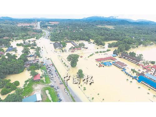 ■登州烏登縣瓜拉勿浪區淪陷,大幅地區遭洪水淹沒。