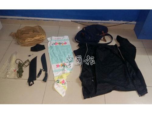 警方在綁匪的貨車內,發現他們干案時使用的器具。