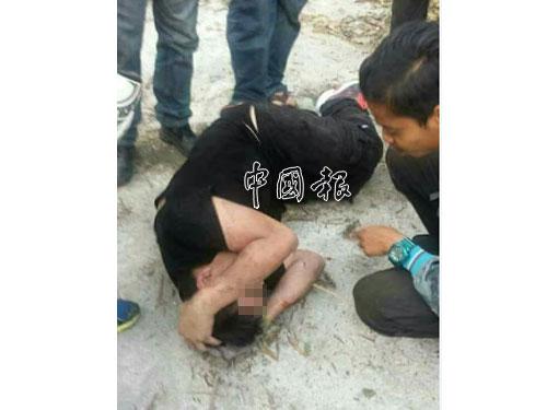 綁匪遭民眾圍毆。