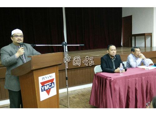 莫哈末法茲里(左)說,伊黨沒信心能獲至少112位國會議員,支持通過修改355法案私人動議。左2起為阿末再拉尼和黃允成。