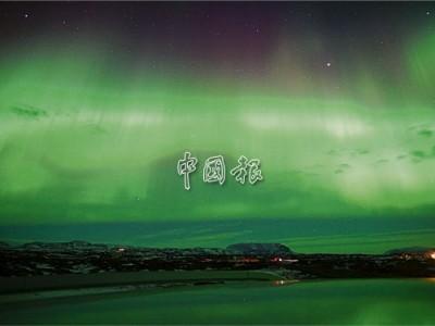 郭世昌不忘拍下冰岛极光,见证自己曾经来过。