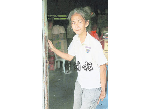 江秀蓮在愛兒逝世后,獨守家園。