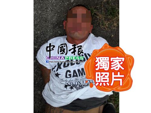 """警方接獲情報后,在柔州永平逮捕""""Wak Lan""""。(照片由DetikNews提供)"""