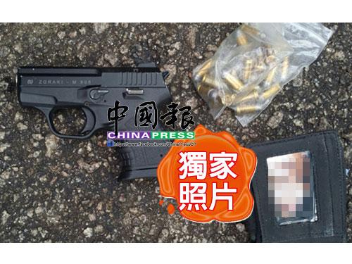 警方也在逮捕行動中,起獲一把手槍及多枚子彈。(照片由DetikNews提供)