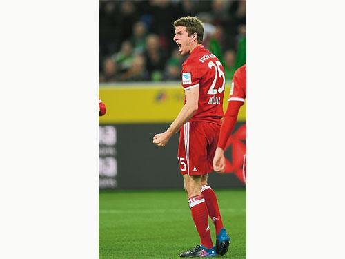 第250次德首出場的穆勒為拜仁打進致胜球,也終結了連續9輪的聯賽球荒,難怪會那么激動。(法新社)