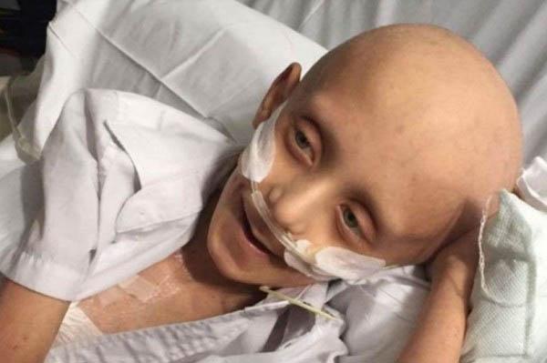 7歲男童菲利普罹患神經纖維瘤和骨髓單核球白血病。