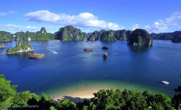 若想策劃一個小週末旅行,不妨考慮東南亞游,如:越南河內下龍灣,同樣能讓你感受到大自然的魅力。