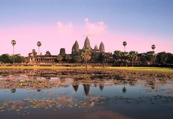 世界文化遺產吳哥窟,宏偉建築與細緻浮雕聞名于世。