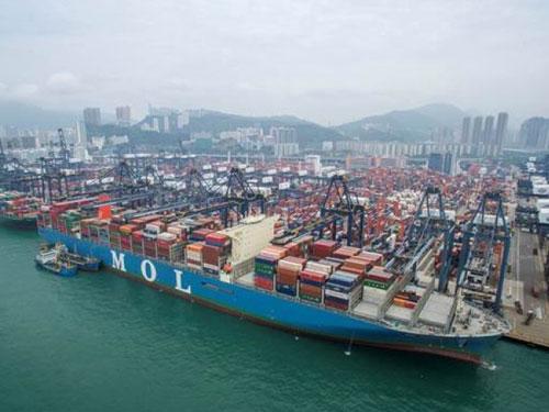 """""""商船三井成就""""船身總長400公尺,可裝載逾2萬個標準箱。(圖:互聯網)"""