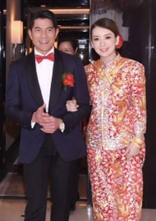 香港《蘋果日報》報導,MOKA的明顯微凸,相信是雙喜臨門。