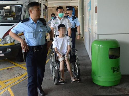 少年手部受傷送院。