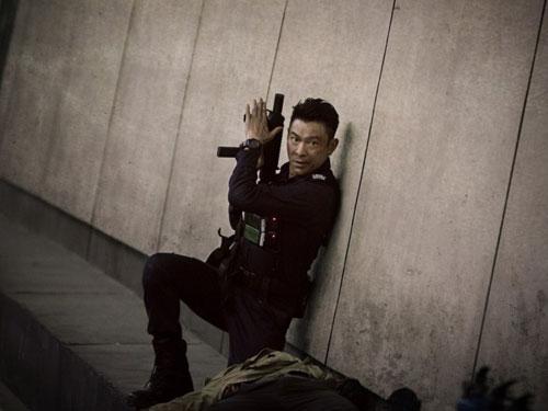 劉德華在《拆彈專家》上演不少火爆動作。