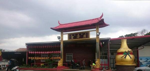 賴銘偉擔任宮主的廣澤宮,今早遭人連轟七槍,3人遭砍傷。