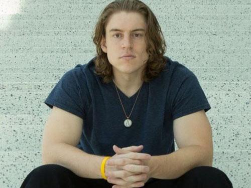 加拿大青年亞當的生活照。