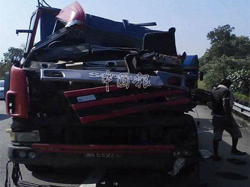 肇禍拖格羅厘車頭毀壞不堪。