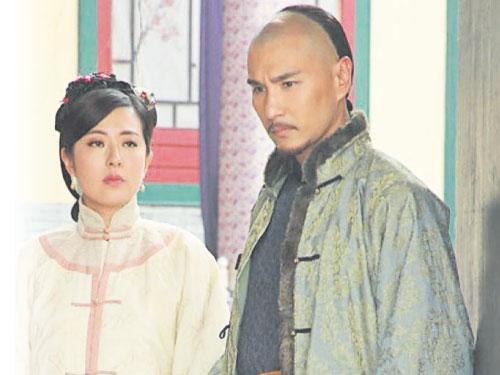 陳展鵬與唐詩詠日前于電視城為劇集《天命》拍攝一場感情戲。