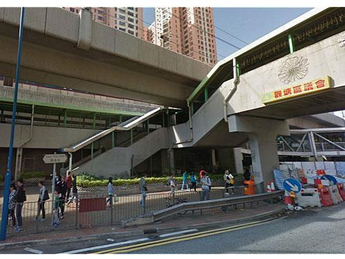 通往觀塘道巴士站的行人天橋。圖:香港《巴士的報》
