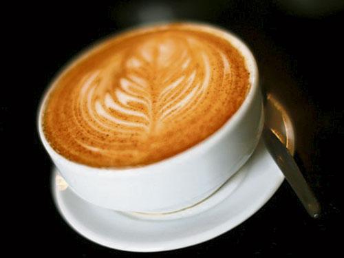 攝取過多咖啡因,將引起心律不整。