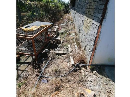 涉及偷水的外勞宿舍水管駁接情況。