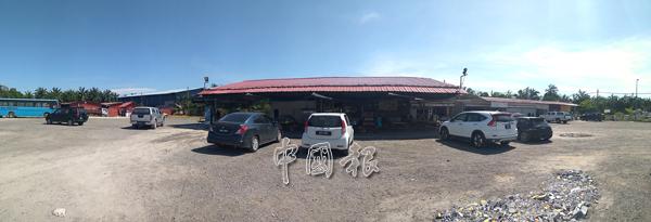 外勞宿舍位於通往朱湖宜嘜發電廠路段旁,這里共有3個外勞宿舍、2家雜貨舖、2個食堂、1間印度理髮店和1個辦公室。