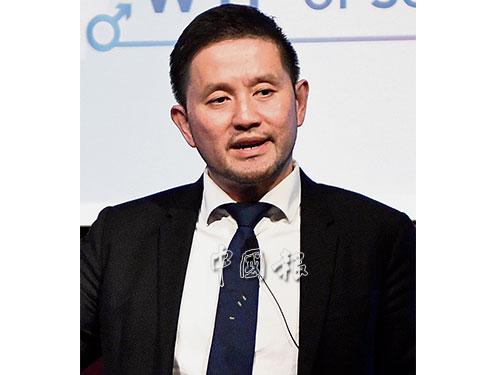 泌尿專科顧問醫生李永業,希望人們以更開放心態討論性愛課題,以維持健康性生活。