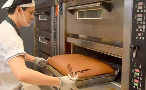 堅持每一盤蛋糕在你眼前新鮮出爐,現烤現賣,香氣四溢,讓人垂涎三尺。