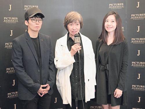 李茵珠(中)與兩乾女兒JJ曾毓慧(左)及林欣穎。