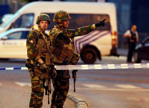 爆炸發生後,比利時警方立即控制住了現場局勢,並封鎖了中央火車站周邊地區,軍人也到場給予援助。(路透社)