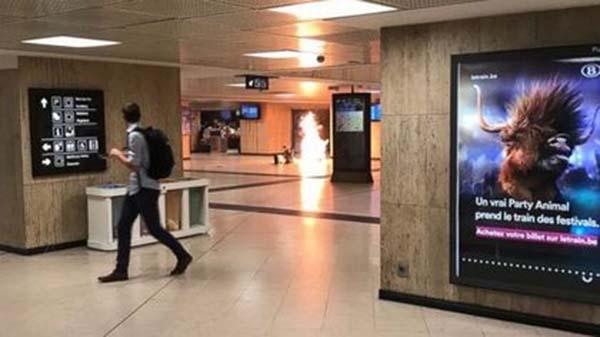 目擊者拍到站內照片並指聽到爆炸聲。∕路透社