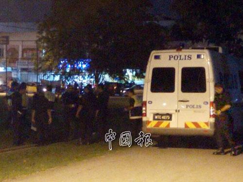 消拯局及警方在現場候命,協助支援。