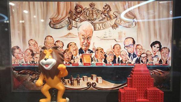 匯豐董事成員的漫畫手稿,中為沈弼,左為包玉剛,右邊不遠處有李嘉誠。(圖取自香港蘋果)